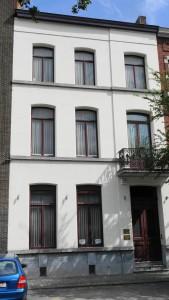 Le bureau d'avocat Pochart rue Childeric à Tournai à proximité de la gare de Tournai et des parkings gratuits